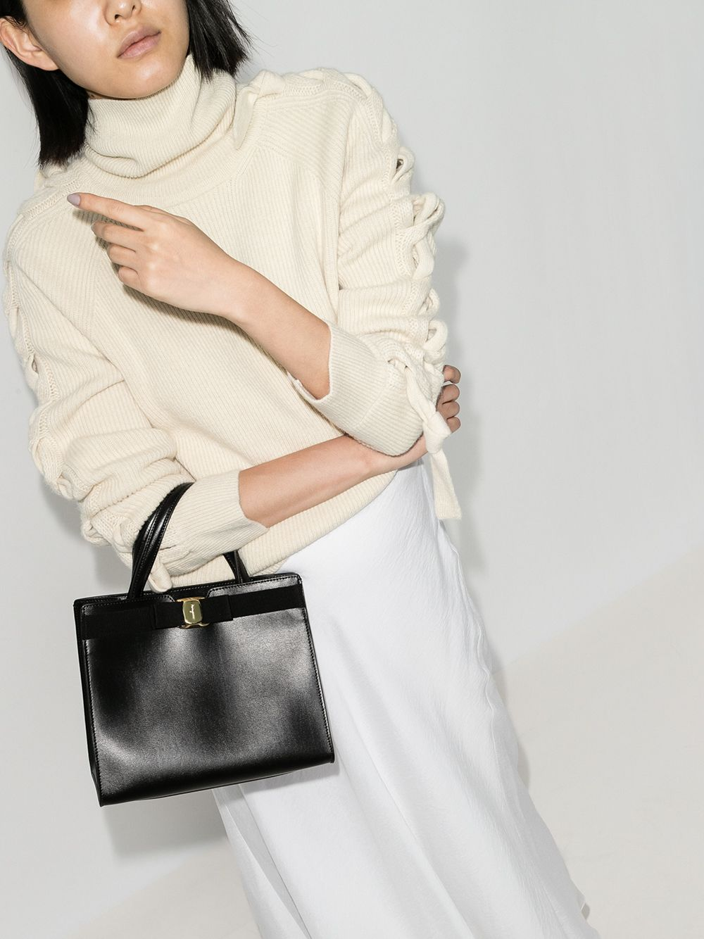 Picture of Ferragamo | Vara Shoulder Bag