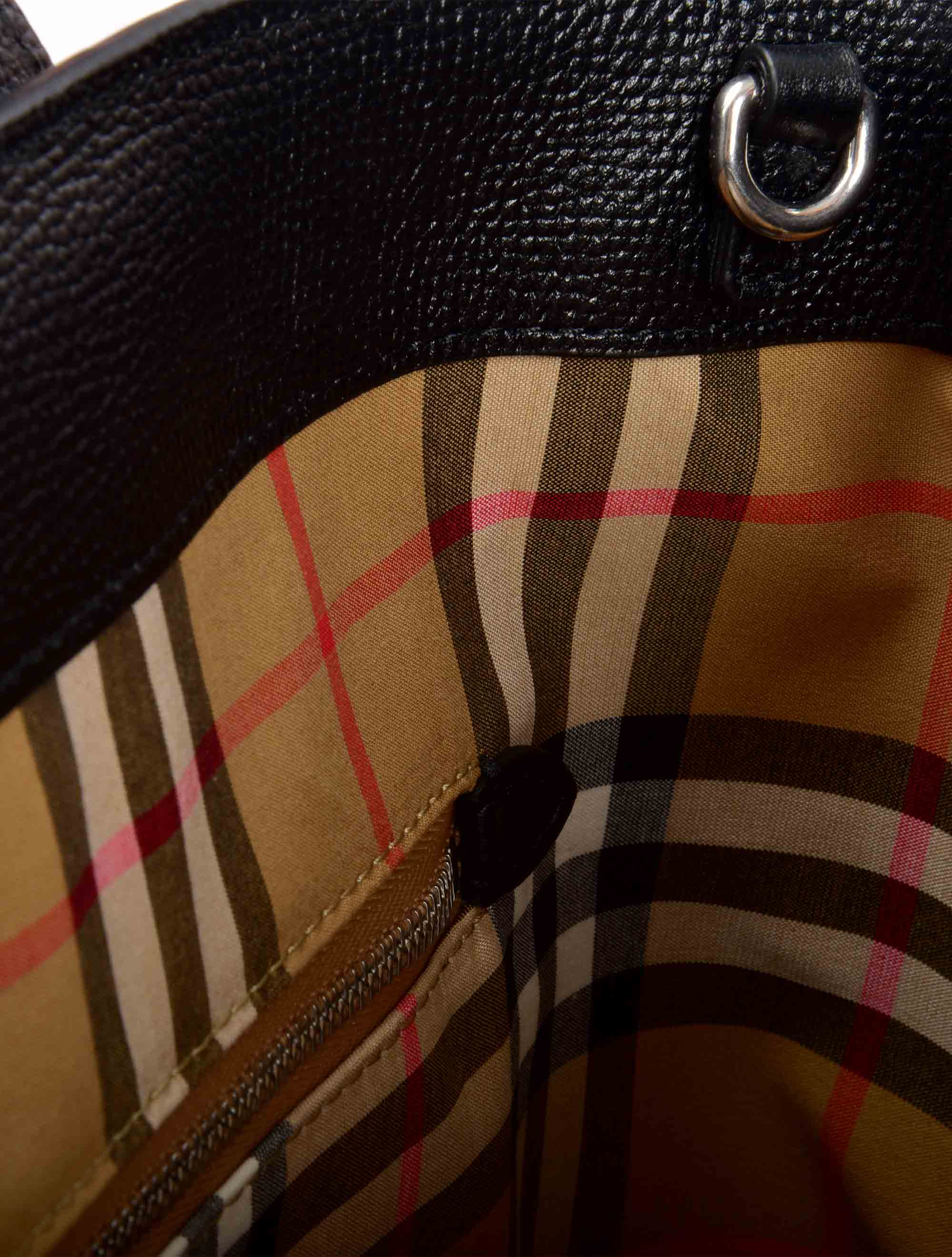 Picture of Burberry | The Medium Banner In Leather With Grommeted Strap