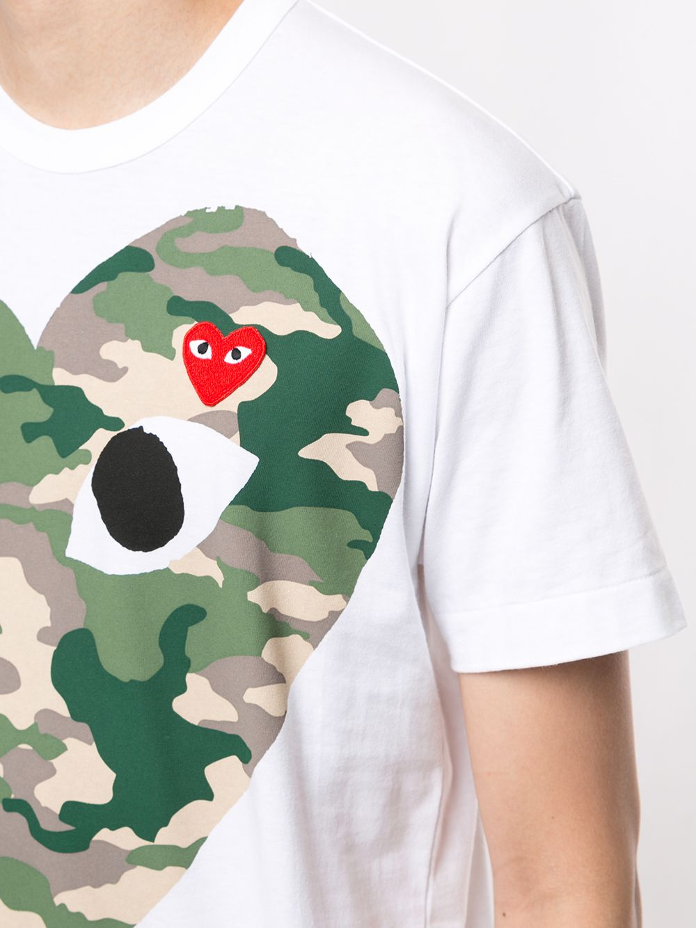 Picture of Comme Play | Camouflage Heart T-Shirt